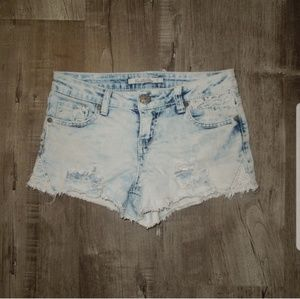 Vanilla Star Jean Shorts - Bleached Shorts w Lace